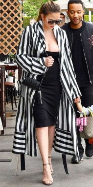 25 Vertical Striped Outfits For Plus Size Women Dos And Donts 21
