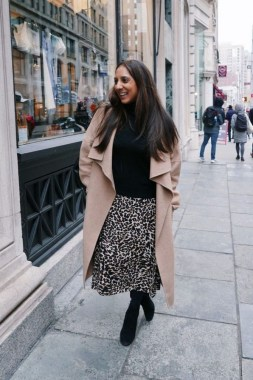 26 Looking More Beautiful With Leopard Satin Skirt As Your Fall Outfit 03