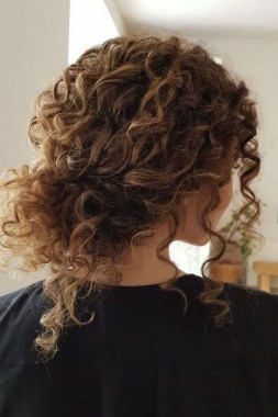 27 Grab That Elegance With Curly Hair Ideas Now 11