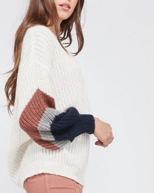 27 Trendy Ways To Wear Knitted Winter Sweaters 24