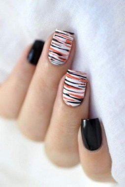 30 Sweet Spooky Halloween Nail Art Ideas For A Costume Party 11