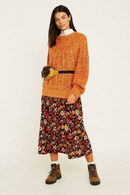35 Enjoy Your College Time During Fall With This Floral Skirt 03