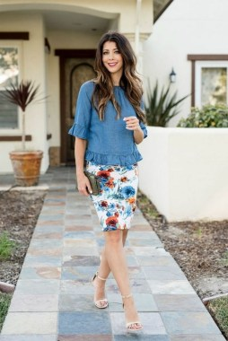 35 Enjoy Your College Time During Fall With This Floral Skirt 17