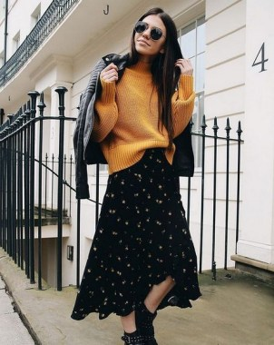 35 Enjoy Your College Time During Fall With This Floral Skirt 20