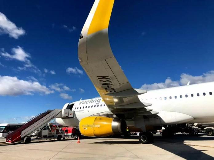 Avion de Vueling en el aeropuerto