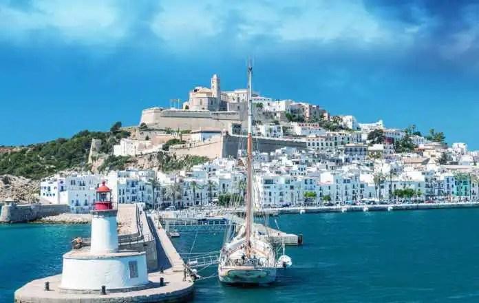 Razones para viajar a Ibiza este verano