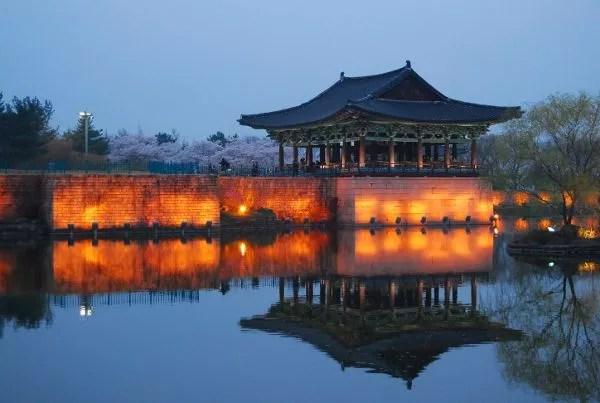 Atardecer en el estanque Anapji de Gyeongju