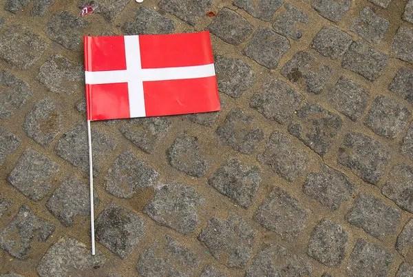Bandera de Dinamarca en Rådhuspladsen