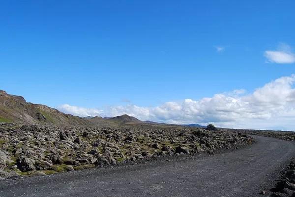 Carreteras de Islandia y campos de lava