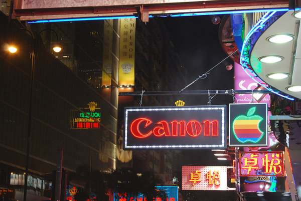 Carteles de Canon y Apple en Hong Kong
