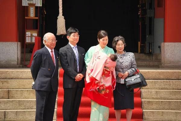 Celebrando un nacimiento en el Hie Jinja