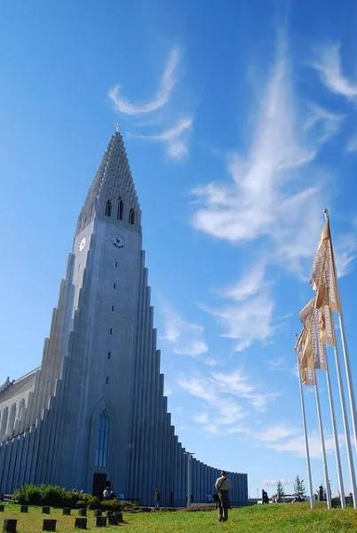 Contemplando la Hallgrímskirkja de Reykjavík