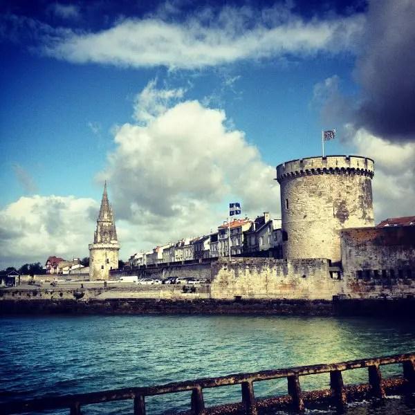 Dos de las torres de La Rochelle