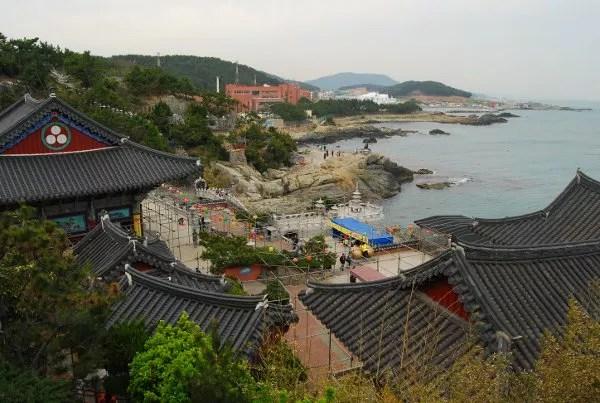 El Templo Haedong Yonggungsa de Busan desde arriba