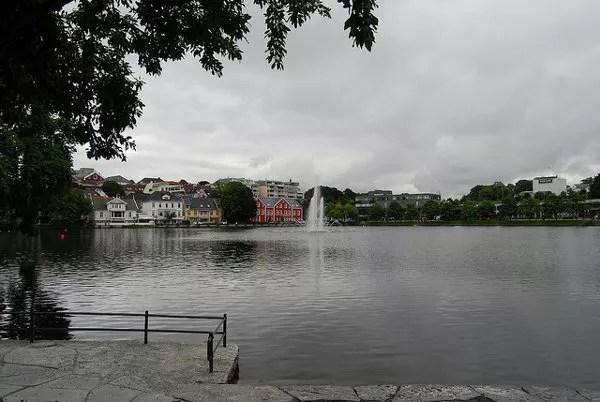 El lago Breiavatnet de Stavanger