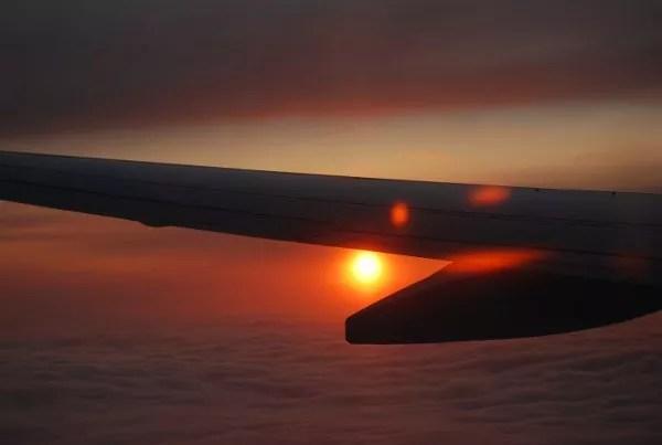 El sol de medianoche desde el vuelo a Tromsø