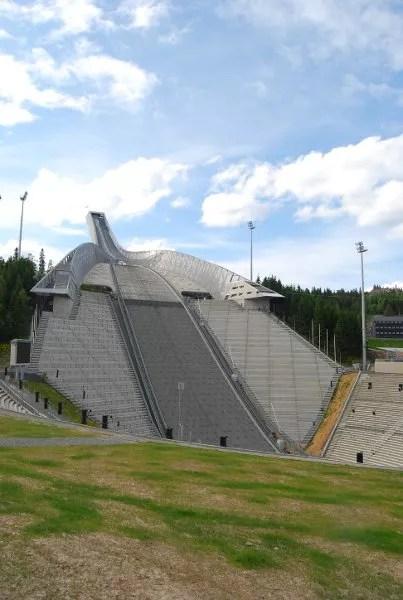 El trampolín de saltos de esquí de Oslo