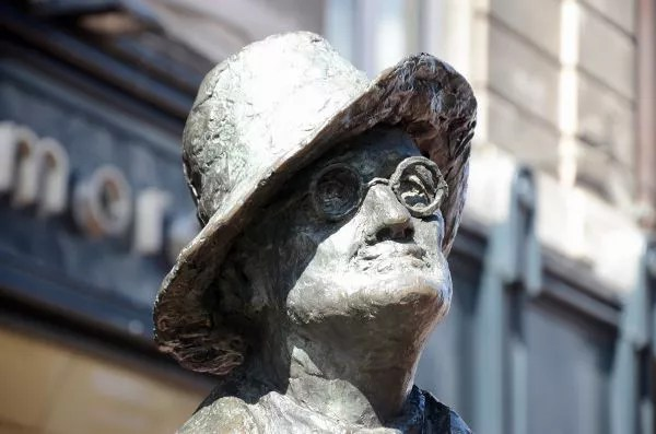 Estatua de James Joyce en Nort Earl Street de Dublín