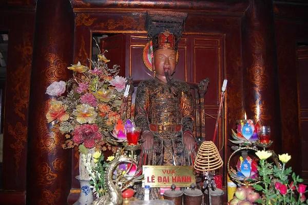 Estatua de Le Dai Hanh en Hoa Lu