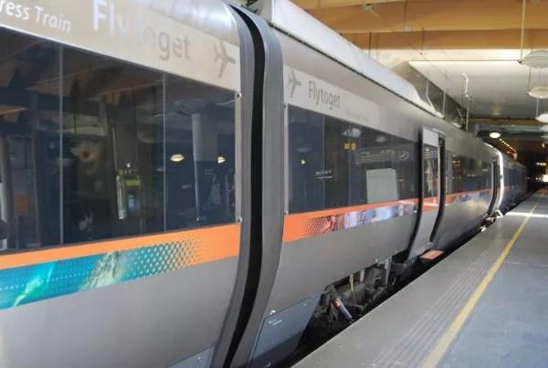 Flytoget, tren para ir del  aeropuerto de Gardermoen a Oslo