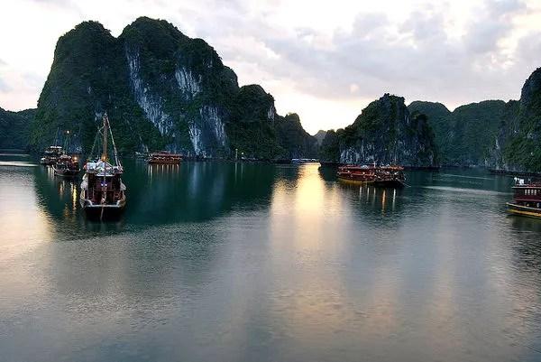 Fotos Bahía de Ha Long en Vietnam, amaneciendo