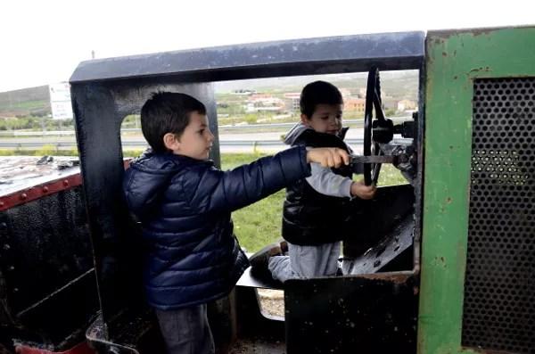Fotos Museo Minero de Escucha, Teo y Oriol en el tren