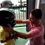 Fotos Salou, Teo con el casco en el Electric Karting Salou