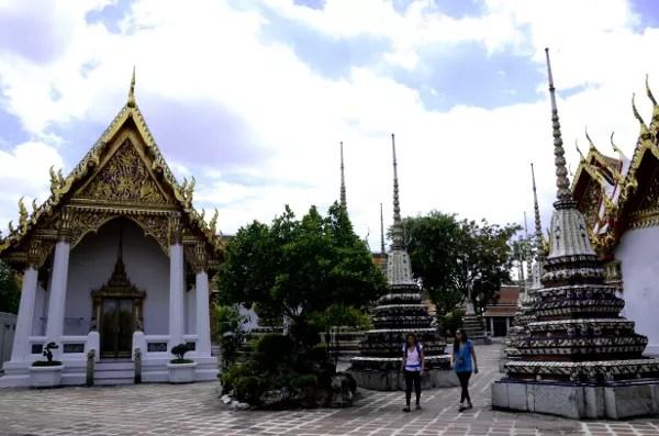 Fotos de Bangkok, Wat Pho estupas y turistas
