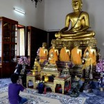 Fotos de Bangkok, Wat Pho rezando a los budas