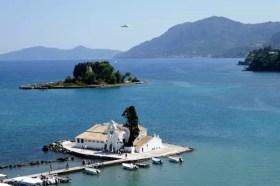 Fotos de Corfu en Grecia, Pontikonisi o isla del Raton avion