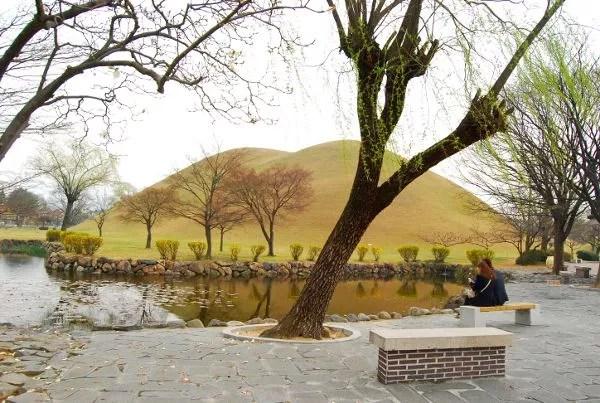 Fotos de Gyeongju, estanque del parque de los túmulos