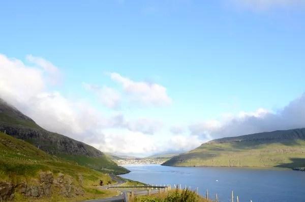 Fotos de Islas Feroe, Sørvágur de fondo