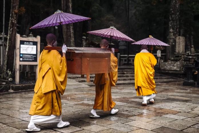 Fotos de Japon, monjes en Koyasan