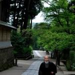 Fotos de Kamakura en Japon, monje en el Engaku-ji