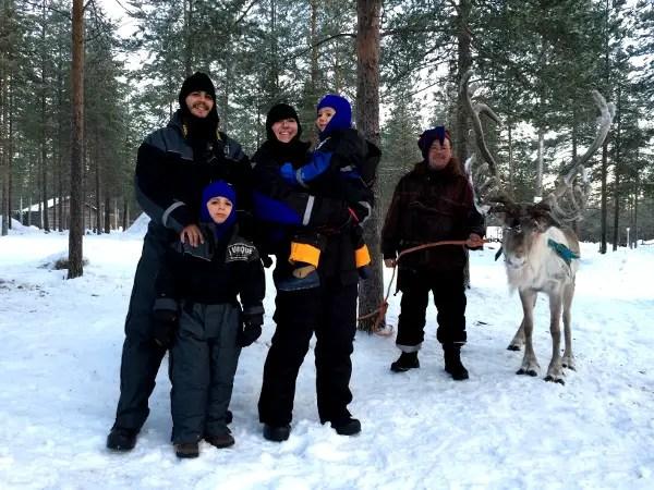 Fotos de Laponia Finlandesa, Pau, Vero, Teo y Oriol con un sami granjero de renos