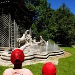 Fotos de Puy du Fou, Teo y Oriol estatua cantante