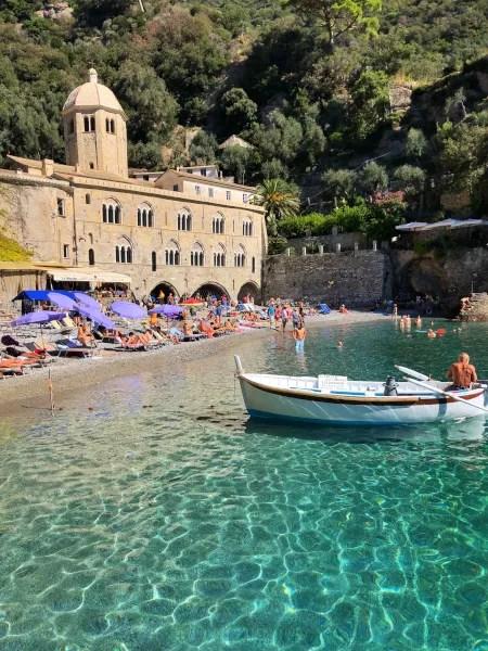 Fotos de San Fruttuoso en Italia, abadia y playa