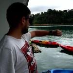 Fotos de Tailandia, Pau con el Fitbit Blaze en el lago de Khao Sok
