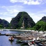 Fotos de Tam Coc en Vietnam, barcazas y montañas en el Río Ngo Dong