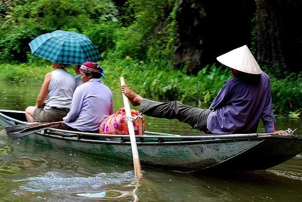 Fotos de Tam Coc en Vietnam, remando con los pies