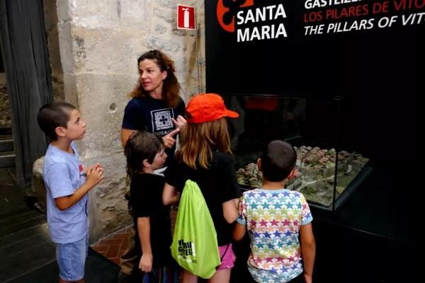 Fotos de Vitoria en Euskadi, Teo y Oriol visita a la Catedral