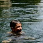 Fotos del viaje a Tailandia con niños, Teo en el lago