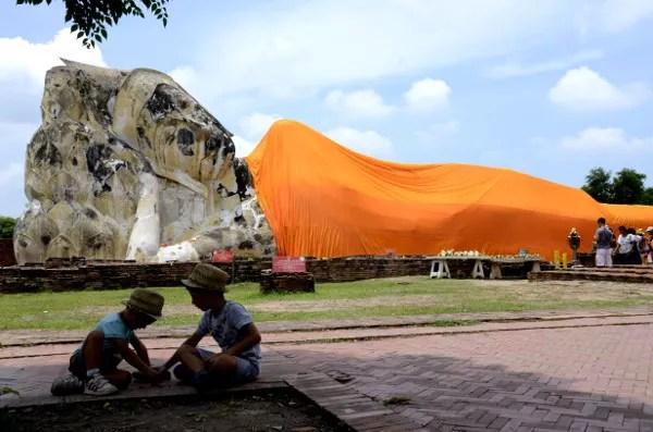 Fotos del viaje a Tailandia con niños, Teo y Oriol en Ayutthaya