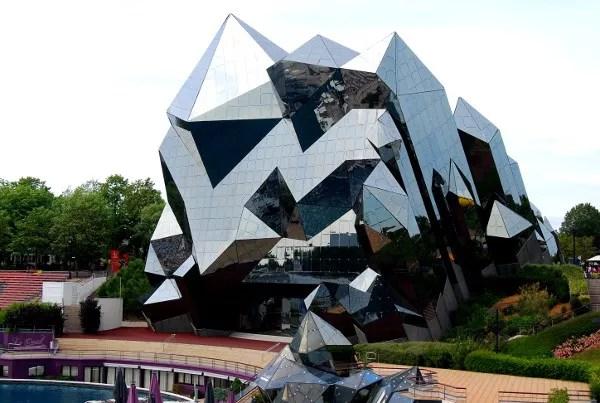 Fotos de Futuroscope en Francia, edificio futurista