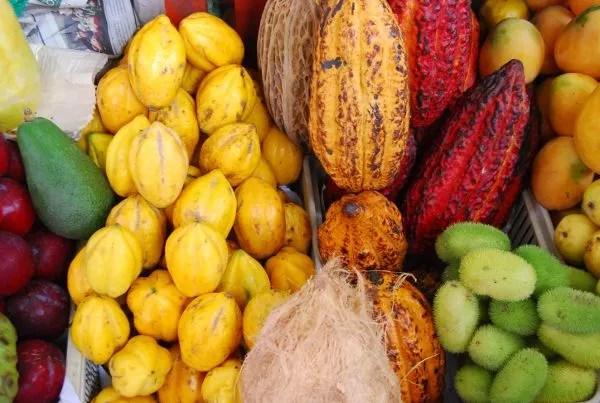 Frutas en el mercado de Surquillo de Lima