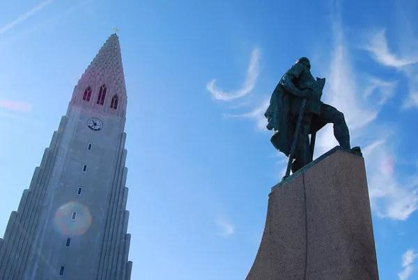 Hallgrímskirkja y Leifur Eriksson en Reykjavík
