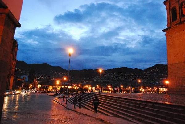 Hora azul en la Plaza de Armas del Cusco