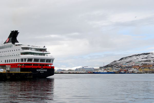Hurtigruten atracado en Honningsvåg