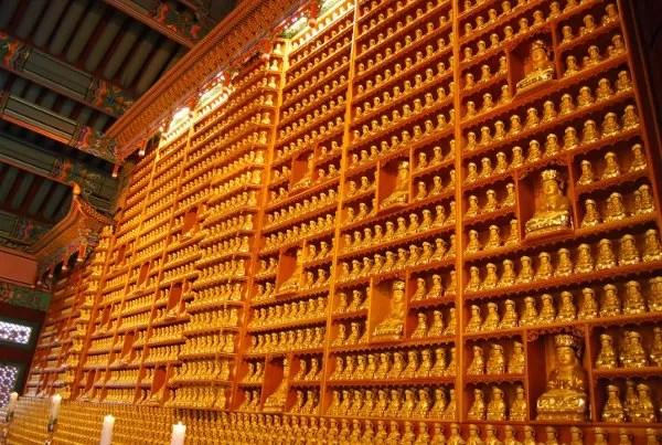 Interior del templo Bongeunsa de Seúl