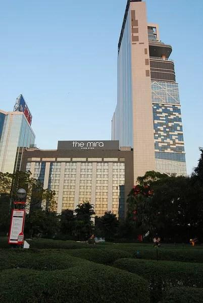 Laberinto y rascacielos en el Kowloon Park